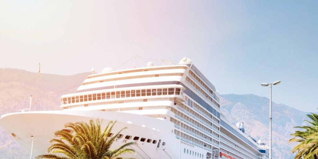 cruise boat and palm trees